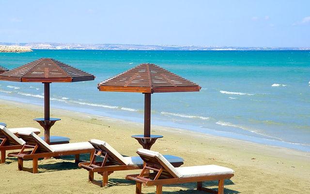 Кипр Пляж Финикудес (Ларнака)