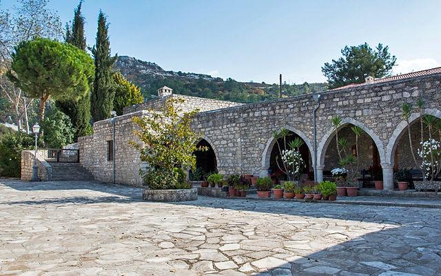 Кипр Монастырь Агия Мони (Святой обители)