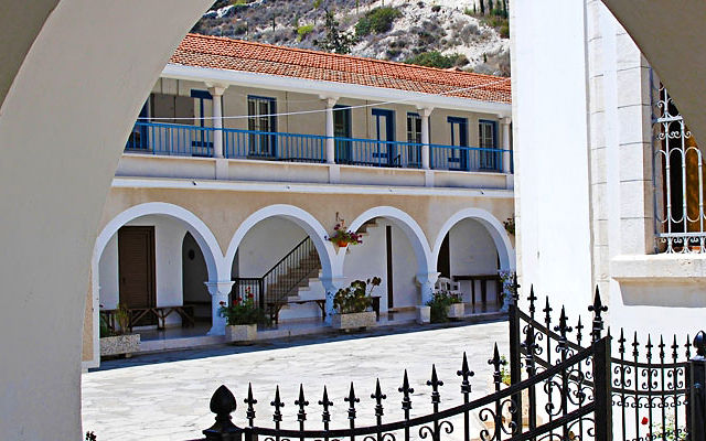 Кипр Монастырь Святого Георгия Аламаноса