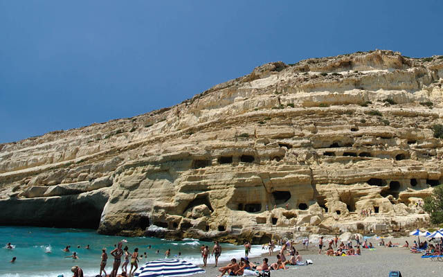 Греция Крит Матала, пещеры на пляже область Ираклион