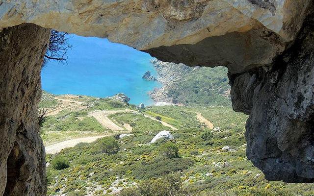 Греция Кос Пещера Белый Камень на вершине горы Зини в Кефалосе