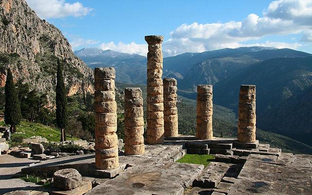 Греция Святилище Аполлона в Дельфах
