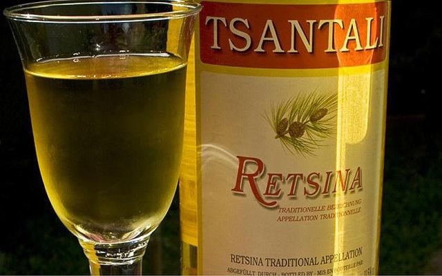 Греческие вина и напитки Рецина