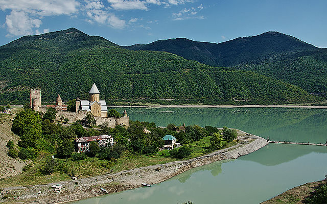 Грузия Крепость Ананури Мцхета-Мтианетия