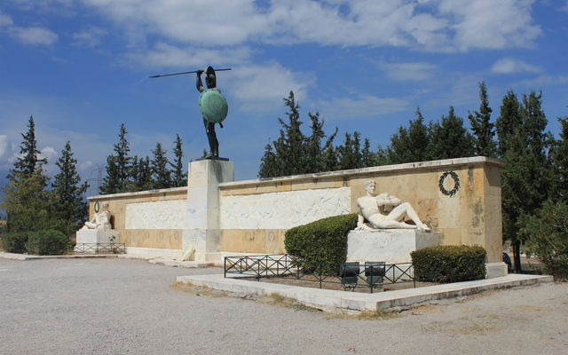 Греция Памятник Леониду