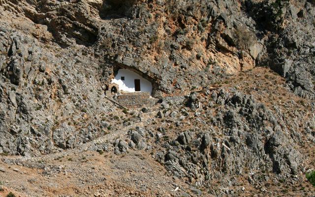Греция Крит Пещерная церковь святого Антония у входа в Самарийское ущелье
