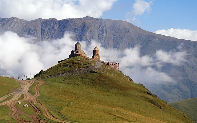 Грузия Гергетский монастырь Казбеги