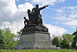 Вязьма, памятник генералу Ефремову.jpg