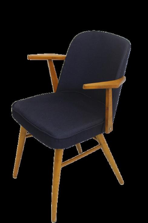 Chaise scandinave accoudoirs suspendus, retapissée tissu bleu nuit antitache. Re