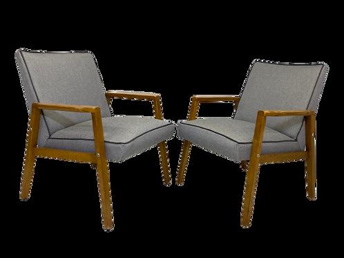 Paire de fauteuils scandinaves années 60 restaurés tissu gris clair réf/LUNA