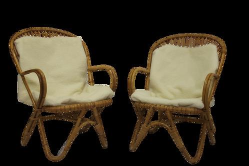 Paire de fauteuils vintage en rotin année 60 pieds papillons.