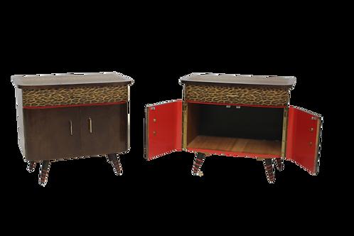 Paire de tables de chevet des années 50 60 restaurée peau de bêtes .