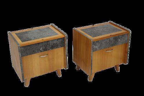 Paire de tables de chevet restaurée et relookée.