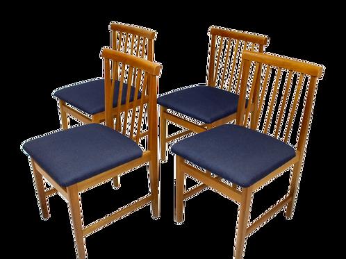 Set de 4 chaises scandinave année 50 restaurées tissu bleu foncé.
