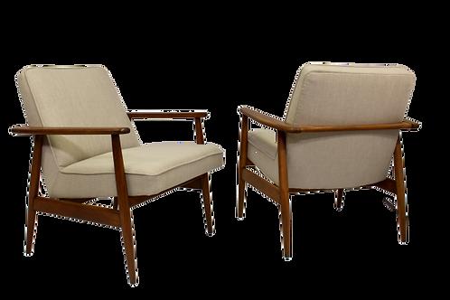 Paire de fauteuils vintage conçue par M. Zieliński année 60.Ref new york