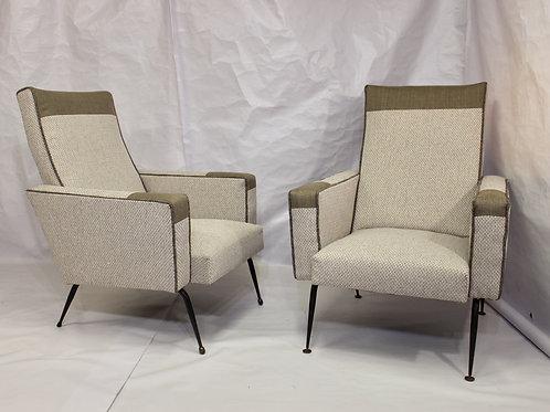 Paire de fauteuils design année 1950 entièrement restaurée. Ref Cloud.
