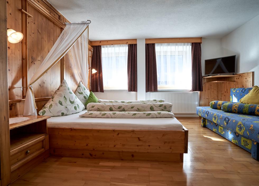 Zimmer 2 b .jpg