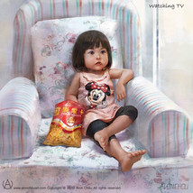 Watching TV / 看電視