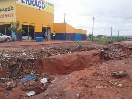 Rachaduras, desabamentos, crateras. Veja imagens do fim de semana de chuva em LEM