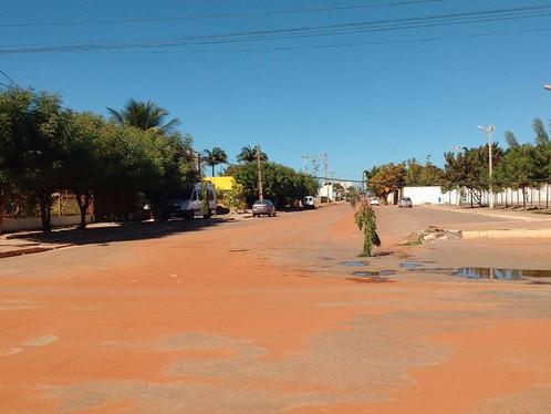 LEM: Após queda de poste, fios bloqueiam trânsito na Av. Pernambuco