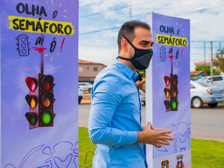 Inicia instalação de semáforo na Avenida JK com a Salvador