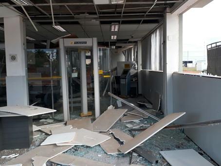 Bandidos explodem agência do Banco do Brasil em Roda Velha