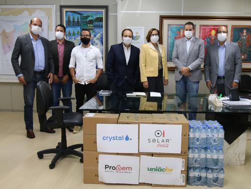 Bahia recebe doação de 60 capacetes respiratórios não-invasivos e 6 mil litros de água mineral