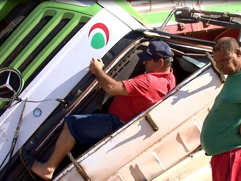 LEM: Após acidente cabine de carreta é esmagada por carroceria, veja fotos: