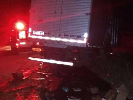 Após batida entre caminhões na BR 020, motorista morre e outro é presoapós fuga