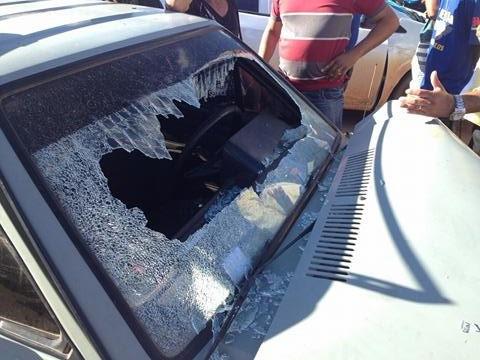 Mulher é arremessada contra para-brisa de carro em acidente na Av. Salvador