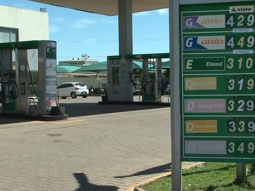 Gasolina em LEM passa dos 4 reais
