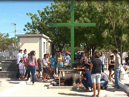 Missa e celebração do candomblé marcam dia de finados em LEM