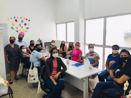 Coordenadora do CRAS se reúne com visitadoras do Programa Criança Feliz