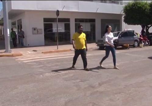 Pedestres e motoristas reclamam de faixas apagadas no trânsito de LEM
