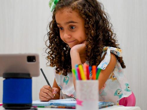 Adaptações sanitárias e falta de imunização dos professores a impedem retorno de aulas presenciais