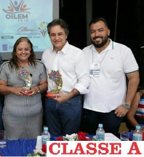 Rosi Sertão ao lado de Oziel e Leandro.