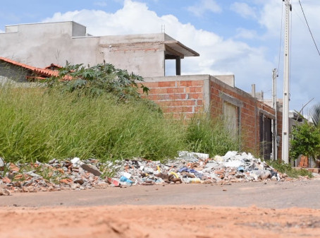 Prefeitura de LEM inicia hoje limpeza de Lotes com custo do serviço e multa para proprietário