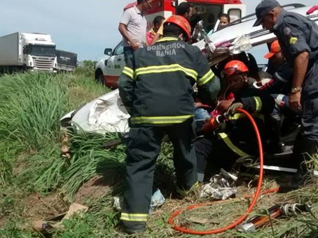 Motorista fica gravemente ferido após acidente na BR 242