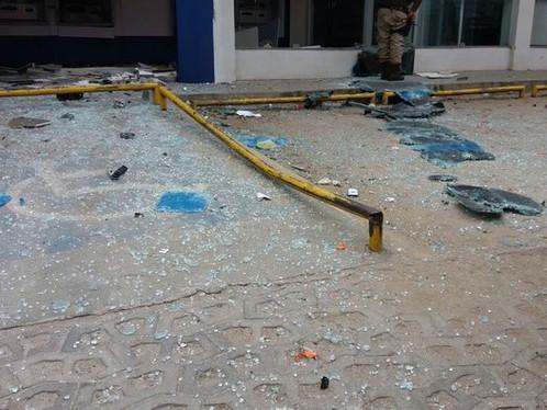 Caixas eletrônicos de agência em Campinas de Pirajá são explodidos pela 3ª vez este ano