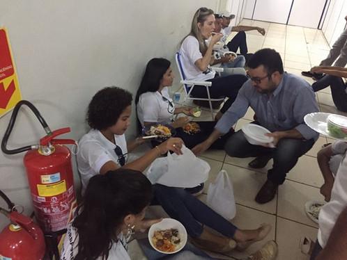Greve: Fiscais almoçam em frente gabinete para tentar falar com prefeito Oziel