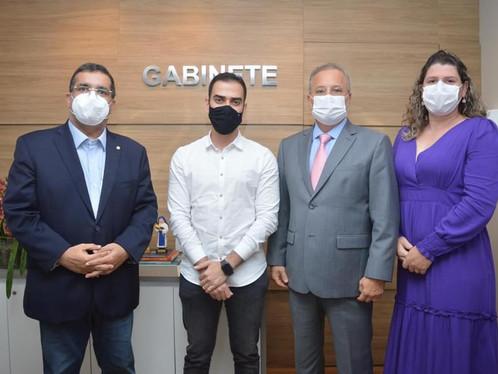 Em reunião com Fábio Vilas-Boas, prefeito e secretária de Saúde conseguem equipamentos para LEM