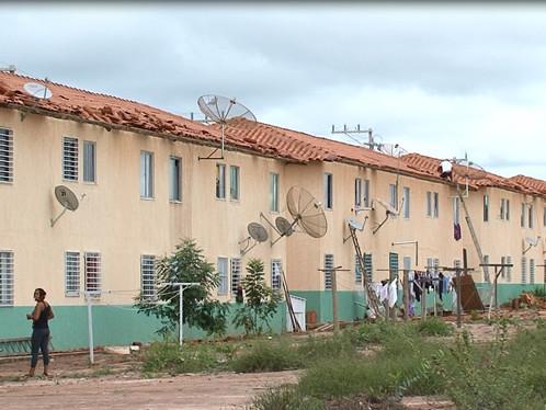 LEM: Construtora diz que não se responsabiliza por prejuízos causados pela chuva em casas