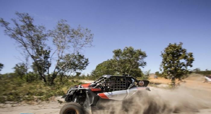 Piloto de LEM acelerando nas areias do Jalapão (TO) (Luciano Santos/DFotos)