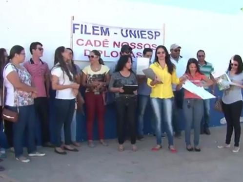 Vídeo: Ex-alunos da FILEM sofrem com diploma sem reconhecimento do MEC