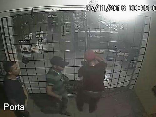 Câmeras flagraram assalto a relojoaria de LEM