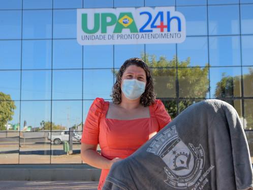 Secretária de Saúde, Maria Gabriela realiza a entrega de cobertores doados por empresários locais