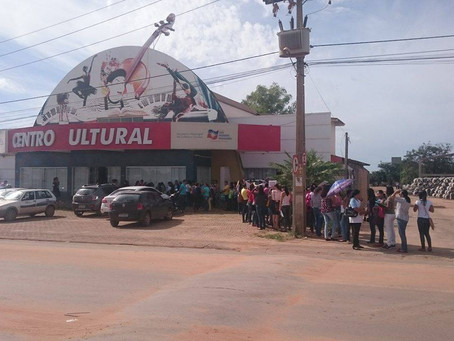 Candidatos fazem fila para seleção de emprego no município, confira as 246  vagas