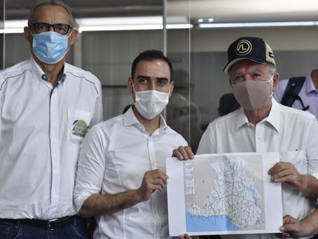 João Leão visita Luís Eduardo Magalhães e anuncia projeto para duplicação da BR 242