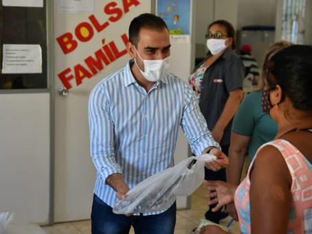 'Pascoa Solidária' beneficia 120 famílias do bairro Conquista na manhã desta quarta-feira (31)