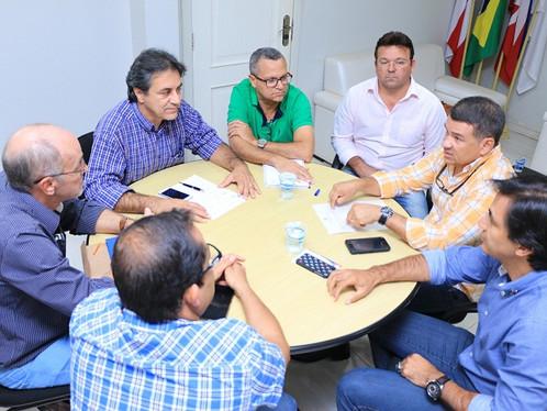 Corpo de Bombeiros de Luís Eduardo já é realidade: Oziel discute projeto de implantação da sede